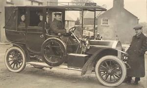 Premier taxi à moteur anglais