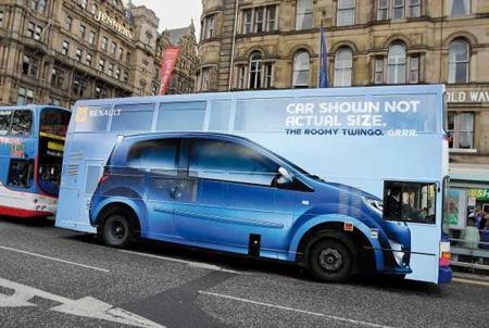 Marquage publicitaire sur un bus à deux étages