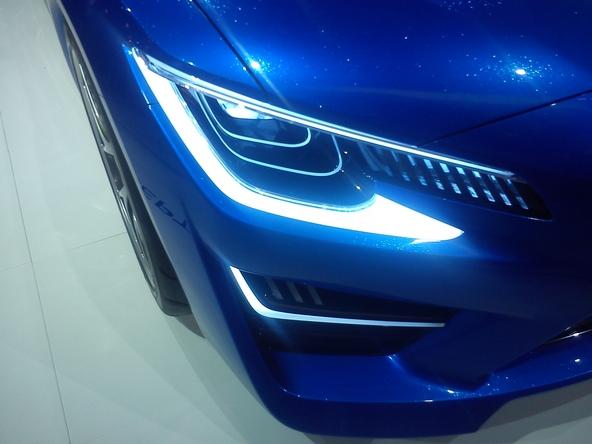 Subaru aux feux électroluminescents