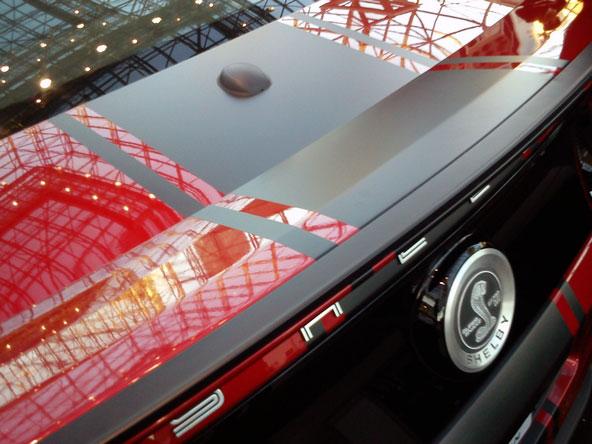 Total covering du coffre d'une Ford Mustang Shelby GT 500 en noir mate